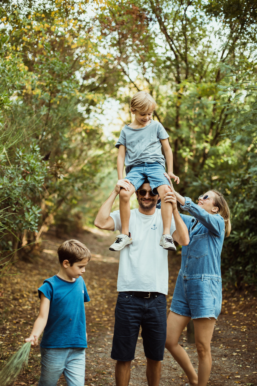 Une séance photo en famille pour se souvenir des doux moments …